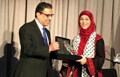 معلم فلسطینی برنده جایزه زن سال جهان عرب شد