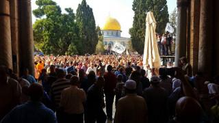 مسجدالاقصی برای نماز جمعه پیروزی آماده شد؛برگزاری باشکوه نماز جماعت در مسجدالاقصی اثبات ناتوانی صهیونیستها در برابر عظمت قدس+ تصاویر