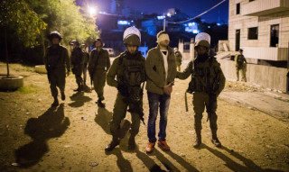 Several Palestinians kidnapped in dawn raids in W. Bank