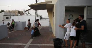 رسانه های صهیونیست اعلام کردند:  موافقت با آتش بس ذلتی بی سابقه برای اسرائیلادامه تعطیلی فعالیت های آموزشی مناطق همجوار غزه