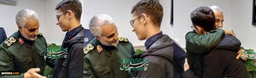 سه فریم ماندگار از  دیدار سردار سلیمانی با آرین غلامی شطرنج باز قهرمان+ تصاویر 2